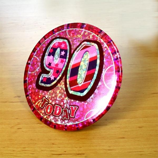 Geburtstagsanstecker mit 90 pink, 15cm, auch zum Aufstellen