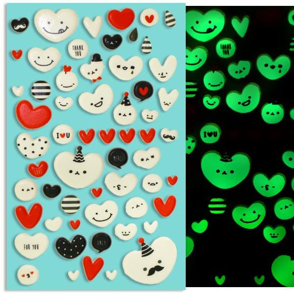 Nachtleuchtende Sticker, Süße Herzchen mit Gesicht, weiß-rot-schwarz