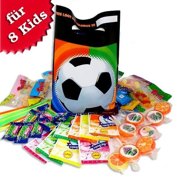 Süßes im Tütchen für Fußballparty, Fußball-Mitgebseltütchen im 8er Set