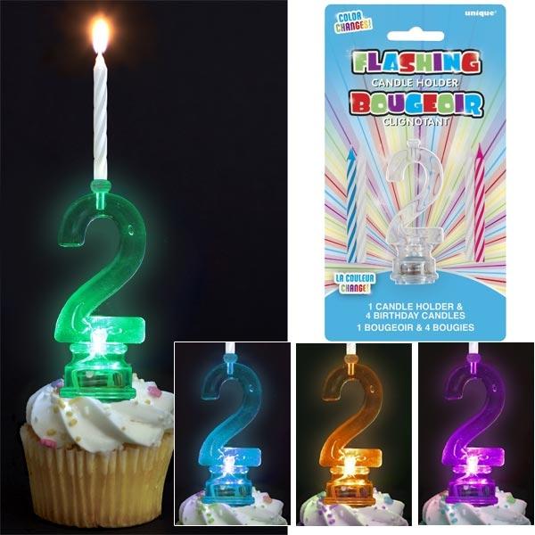 Kerzenständer als Zahl 2 mit 4 Kerzen für zweiten Geburtstag